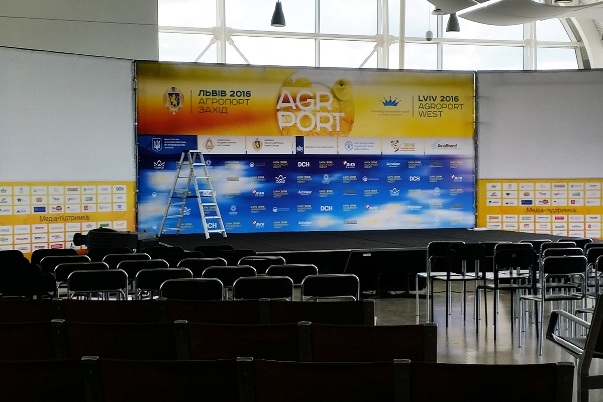 Внутренний баннер на конференции
